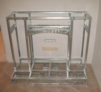 Металлический каркас портала для камина