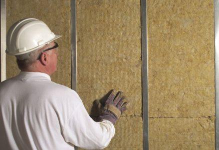 Монтаж минеральной ваты в металлический каркас на стену