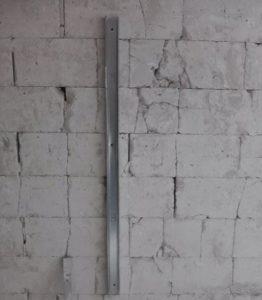 Монтаж стоечного профиля к стене