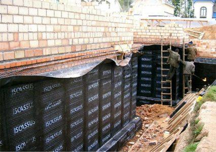 Оклеечная гидроизоляция стен подвала