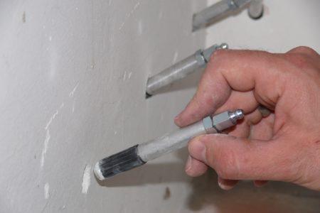 Установка инъекторов в пробуренные шпуры