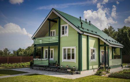 Крашенный деревянный фасад