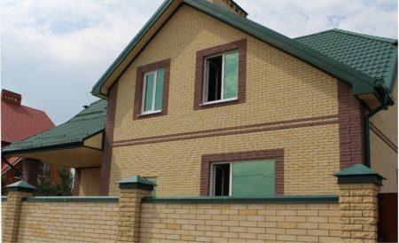 Фасад из гиперпрессованного кирпича