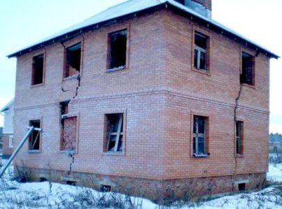 Разрушение стен дома от сил морозного пучения
