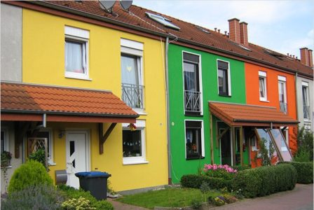 Покрашенные краской фасады