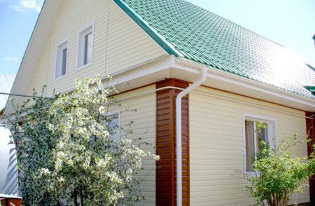 Дом облицованный виниловым сайдингом